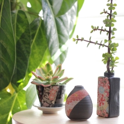 Hana Yuzen Plant Pot Black